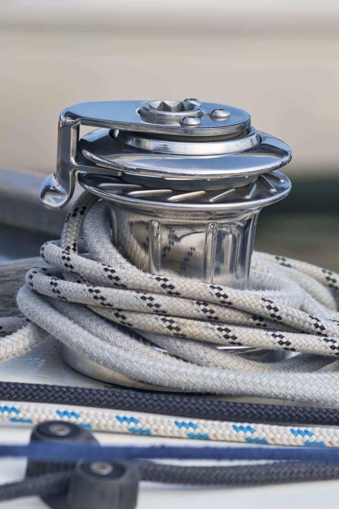 Comment bien hiverner son voilier sans le sortir de l'eau en 7 étapes?